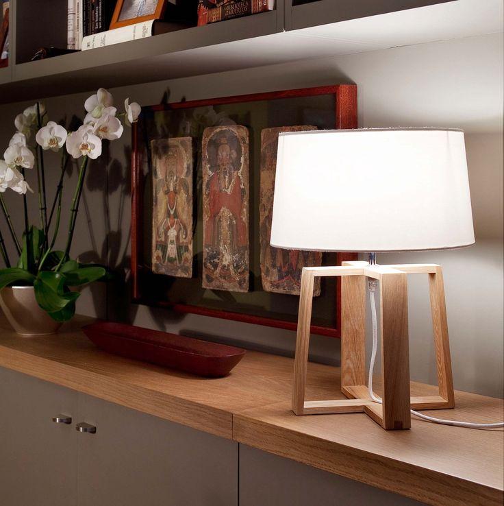 Le studio Ribaudi signe une lampe à poser à la fois simple et chaleureuse pour la maison espagnole Faro. Composée de matériaux qui réchaufferont votre...