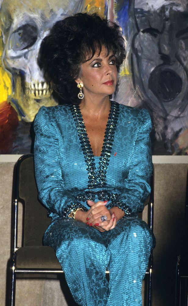 Elizabeth Taylor's Smokey Eye Makeup Skills Were Second To None (VIDEO)