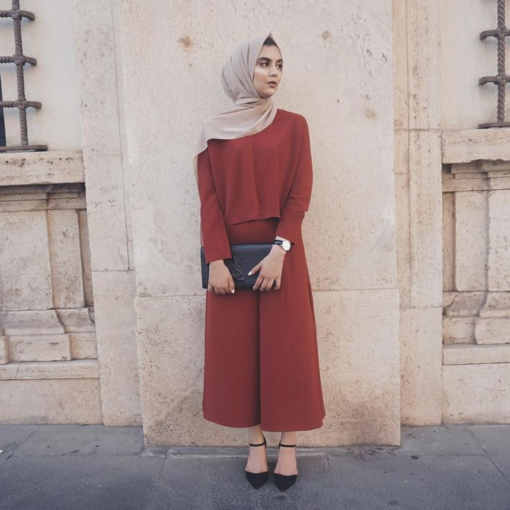 "2,054 Likes, 43 Comments - ⠀⠀⠀Zara ✈️ (@zaraazix) on Instagram: ""The Perfect Autumn Abaya @beveiledabayas (wearing Earth Grey Chiffon Hijab from @voilechic use…"""