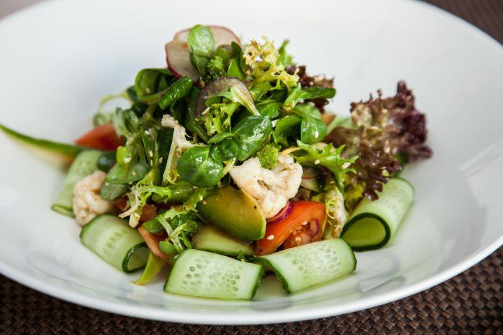 Салат вегетарианский - пошаговый рецепт с фото: Подборка рецептов вегетарианских блюд на Леди Mail.Ru пополнилась еще одним: шеф-повар ресторана O39Jules рассказал, как... - Леди Mail.Ru