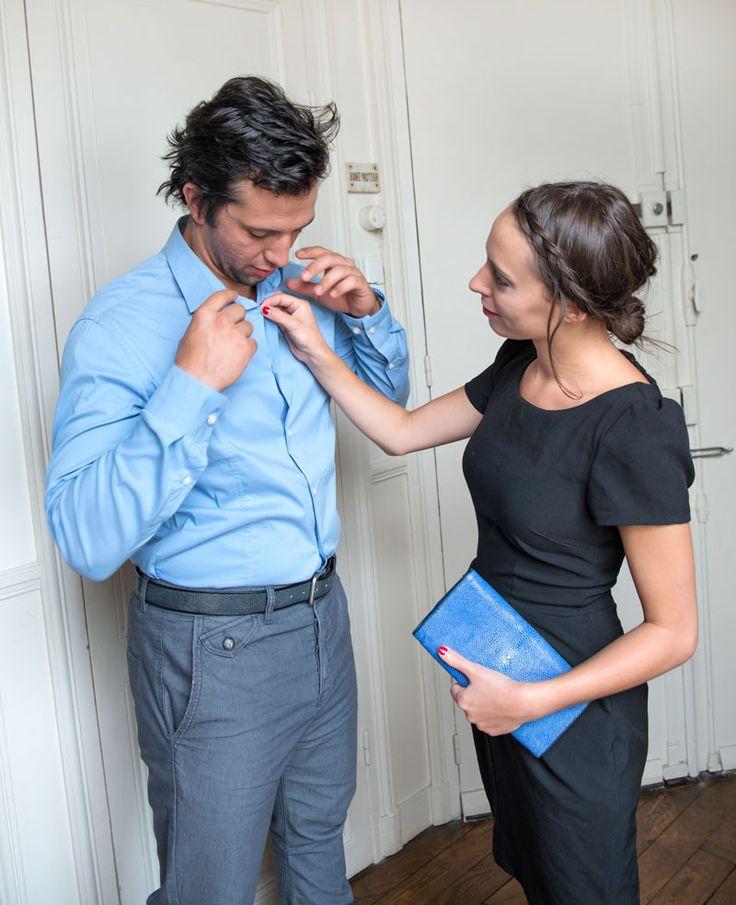 He wears a shagreen blue belt. She holds a shagreen clutch. // Il porte une ceinture bleue en galuchat ; Elle, une pochette de soirée en galuchat. Available on // Disponible sur : http://www.galerie-galuchat.com/eboutique