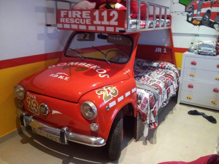 Fantástico 600, convertido en litera con forma de camión de bomberos. Diseño Juan Ramón Gea