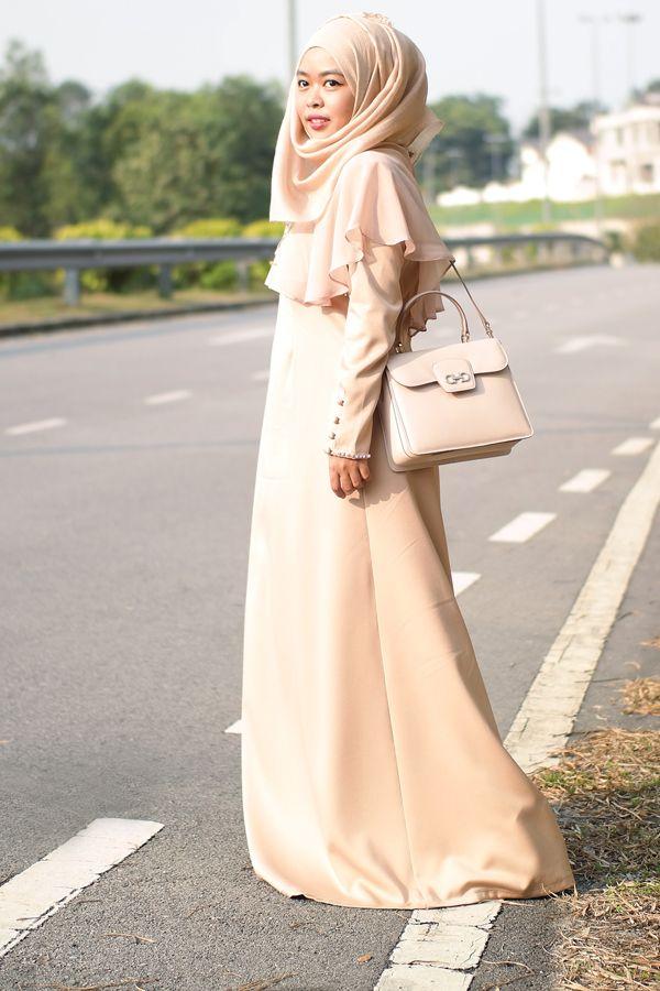Scarf: Interhijab Dress: Mazlianul Maznan Bag: Salvatore Ferragamo  When in doubt, wear  single coloured look.