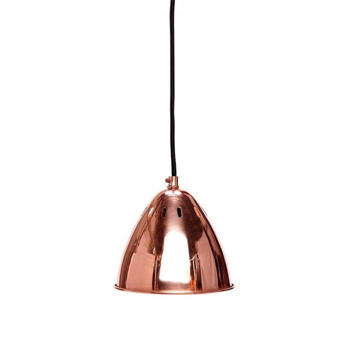 Lámpara de techo de estilo industrial en color cobre. Incluye 2 metros de cadena, cable de algodón en negro. Bombilla max.40W (E27) no incluida. Medidas: Ø16x 16cm alto