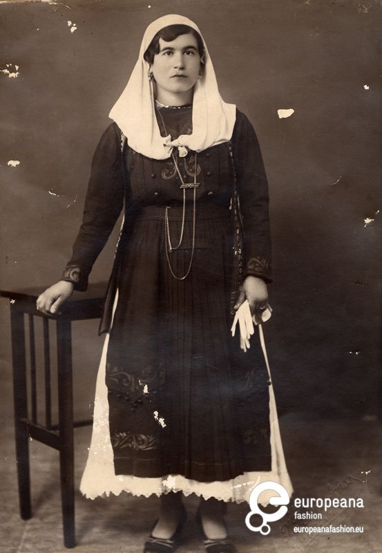 Woman with local costume from Elefsina, Attica. Peloponnesian Folklore Foundation. .