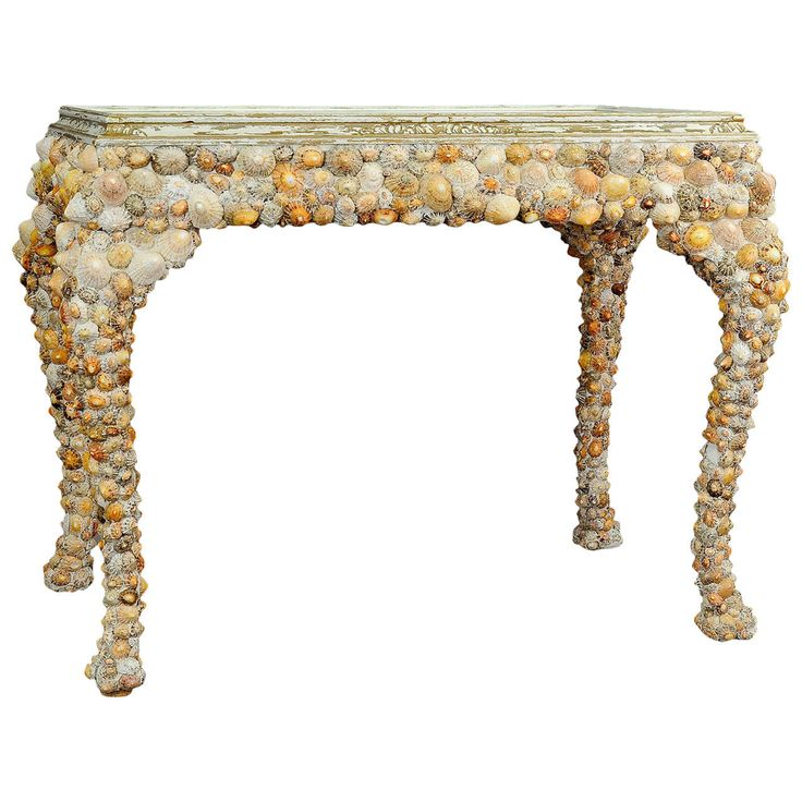 Vintage Grotto Design Seashell Coffee Table Coffee table from the 1940s, made of wood and coated with an abundance of seashells.