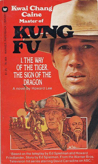 Kung Fu (1972-1975). Narra la historia de un hombre en busca de la armonia entre la mente y el cuerpo. Al Pequeño Saltamontes (David Carradine) le ayudarán sus maestros de Kung Fu.