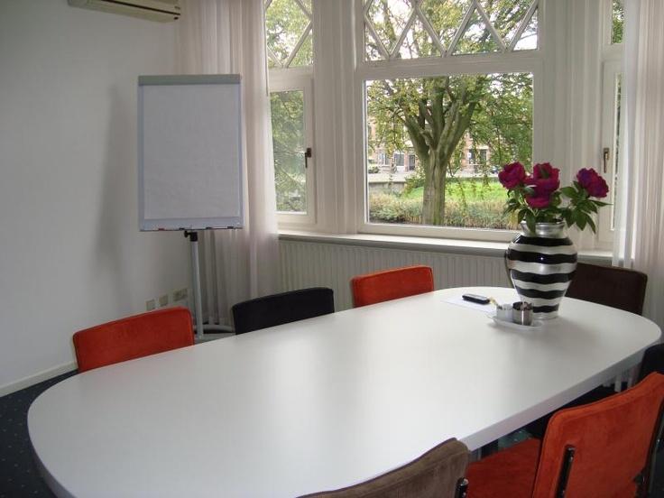 In Breda kun je ook een cursus Spaans volgen op vrijdagmorgen. De lessen worden gegeven in een mooie, sfeervolle ruimte aan de Oranjesingel.