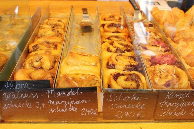 Cinnamon rolls galore at Zeit fur Brot, Mitte | currystrumpet #breakfast #brunch #Berlin
