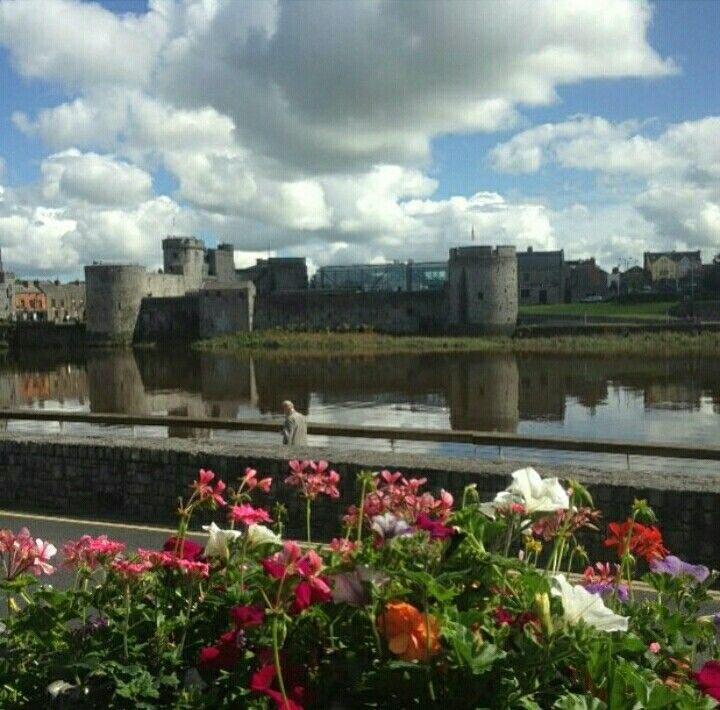 Beautiful king johns castle limerick city #lovelimerick #limerickcity #city #limerick #ireland #love #travel #adventure