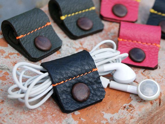Leather earphone holde with leather covered snap button! colore pink with orange stitch. ※ black with yellow stitch. sold out !!