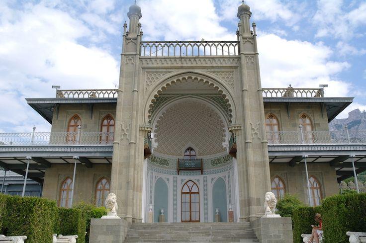 Воронцовский дворец - спроектирован английским архитектором. Тем самым, кто строил Букенгемский дворец! Во как! #экскурсия #ялта