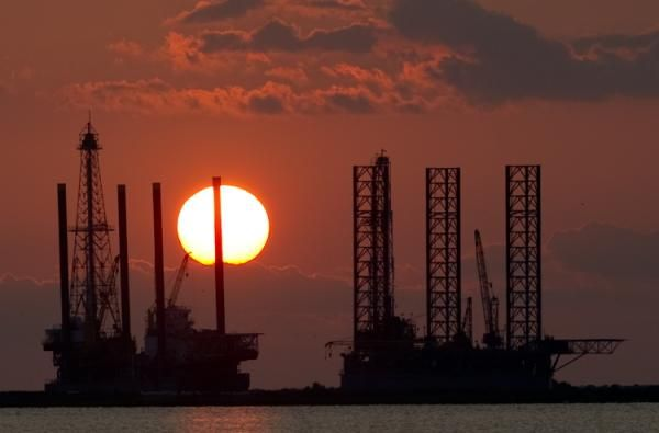 """World oil prices advanced Monday following data that showed US oil companies cut drilling activity in response to low prices. Analysts pointed to the weekly Baker Hughes rig count, which showed a record drop of 94 oil rigs to 1,223 for the week ending January 30. The rig count was """"very bullish,"""" said Michael Lynch of the consultancy Strategic Energy & Economic Research. The cuts in drilling rigs came on the heels of announcements by Chevron, ConocoPhillips and other major producers that ..."""