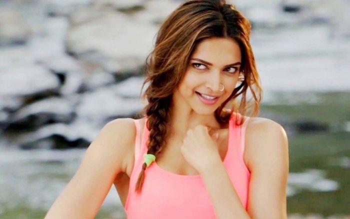 Deepika cute smile photo stills
