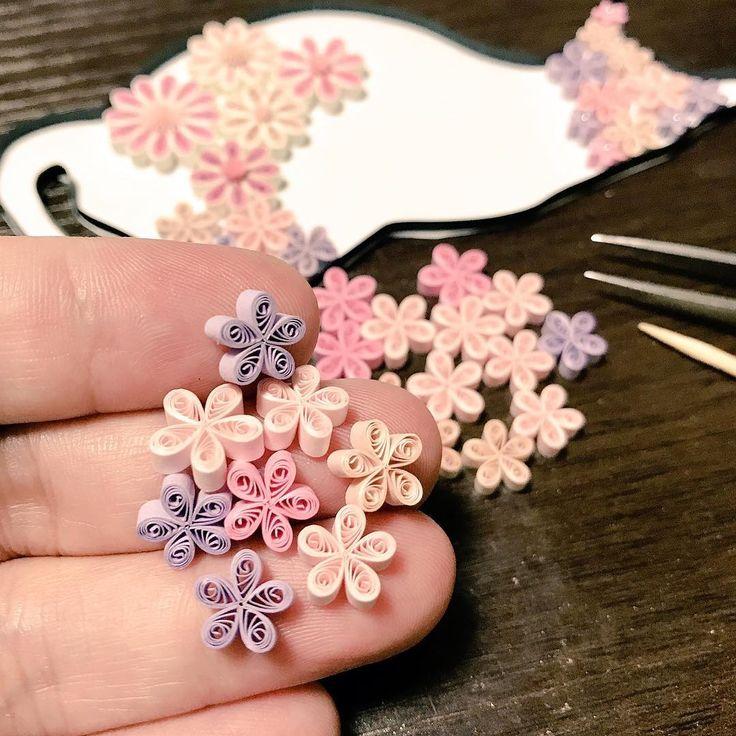 ちまちまピンク制作してますが、ちょこっとスランプ・煮詰まり中(;▽;) いったん離脱して違うの作ります! #paperflowers #paperquiling #papercraft #quillingflowers #紙の花 #flower #クイリング #ペーパーフラワー #小さな花 #ハンドクラフト