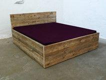 Design Bett aus Bauholz mit Bettkasten 200 x 220