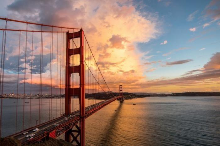 #интересное  Мост Золотые Ворота (13 фото)   Мост Золотые Ворота — висячий мост через пролив Золотые Ворота. Он соединяет город Сан-Франциско на севере полуострова Сан-Франциско и южную часть округа Марин. Мост Золотые Ворота также печально известен как место са�