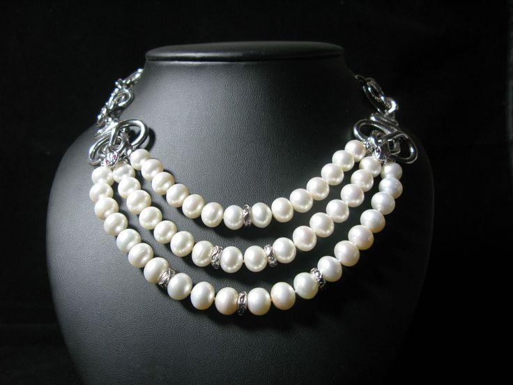 Collana di perle, serpenti in argento, rodio bianco e zaffiri. #necklace #snake #jewel #silver