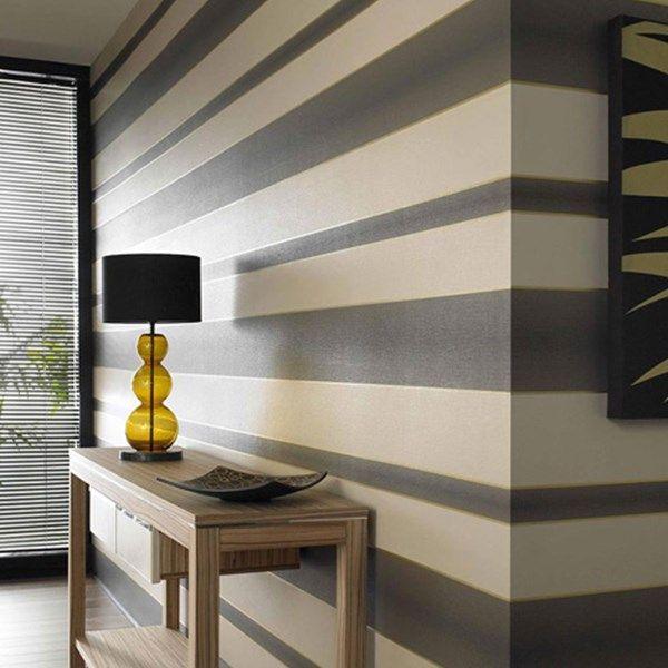 How to hang wallpaper horizontally
