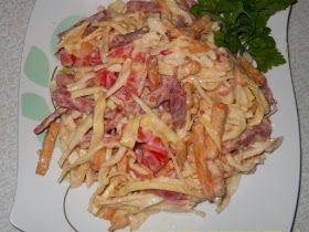 Самые вкусные рецепты: Салат с копченой колбасой, пекинской капустой и сухариками