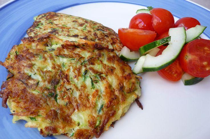 Una excelente alternativa vegetariana, con pocos ingredientes, que ofrece la posibilidad de jugar con alternativas de aliños y acompañamientos. Ingredientes (para 3 personas) -1 zapallo italiano grande -1 zanahoria -1 papa - 1 trozo pequeño de pimentón -2 huevos -4 cucharadas de harina ...