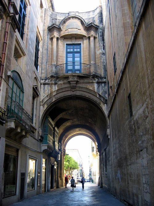 Arch Balcony, Valetta Street, Malta    photo by compton