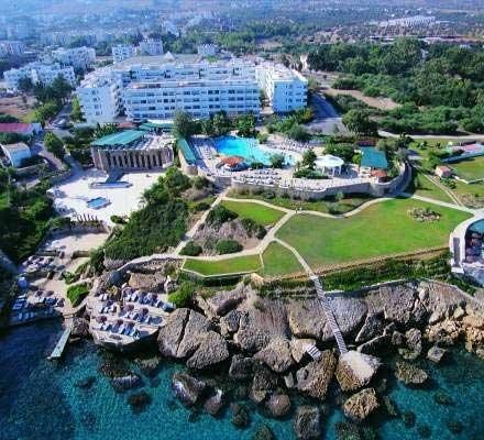Konsept : Yarım Pansiyon  JASMINE COURT HOTEL, Girne şehri Merkez mevkiindedir. Şehir merkezine 1 km., denize 0 km. mesafedeki JASMINE COURT HOTEL hakkında ayrıntılı bilgiyi ve karşılaştırmalı otel fiyatlarını aşağıda bulabilirsiniz.