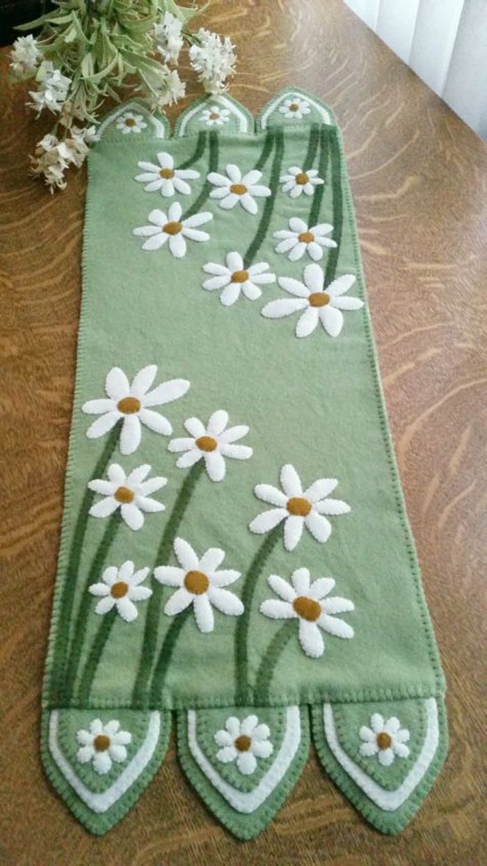 Penny Teppich aus Wolle und Stickerei. Herrliche Gänseblümchen Tischläufer Muster …