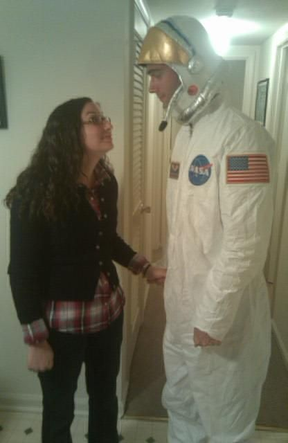 @jptwllms: Hey @nbc30rock once me and my now-husband were Liz Lemon and Astronaut Mike Dexter for Halloween. #spookyscary pic.twitter.com/xcrlcEqW / 30 Rock