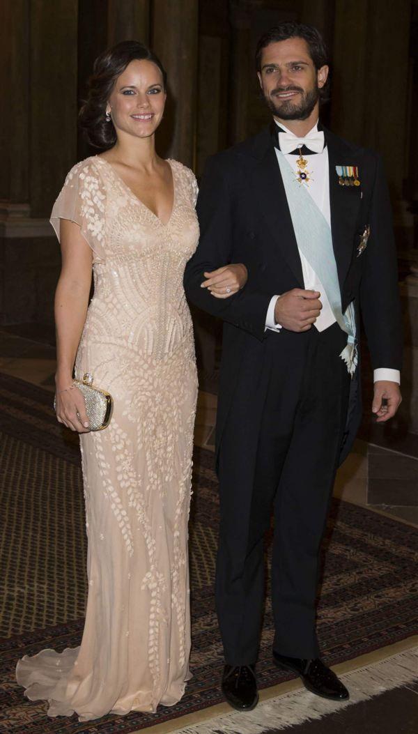 Sofia anlände tillsammans med sin fästman, prins Carl Philip.