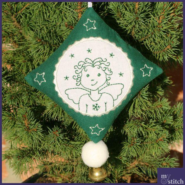 Serie 3 der Weihnachtsanhänger mit 5 verschiedene Motive für wunderschöne Weihnachtsdekorationen im Redworkdesign.  Fertig mit Aufhängeschlaufe im Rahmen gestickt, es müssen nur noch eine Naht...