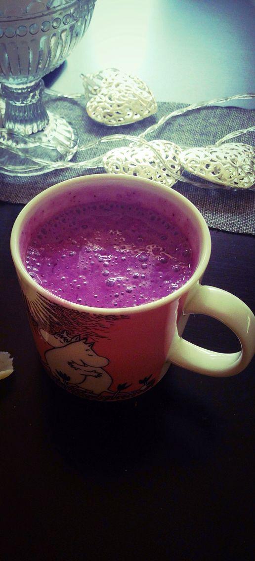 Banana blueberry smoothie, Moomin mug