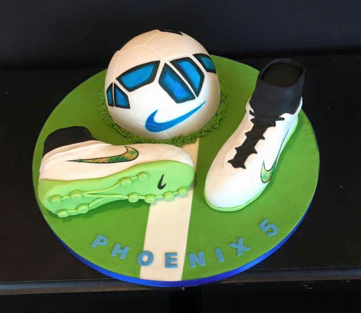 We have been making this little boy's birthday cakes since he was 2. It is lovely to see how his interests change from year to year. Mind you , the theme was football last year also