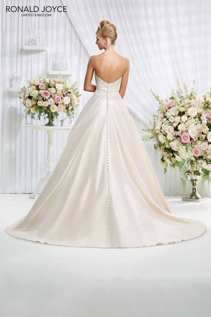 The 11 best Wedding Dresses images on Pinterest | Wedding frocks ...