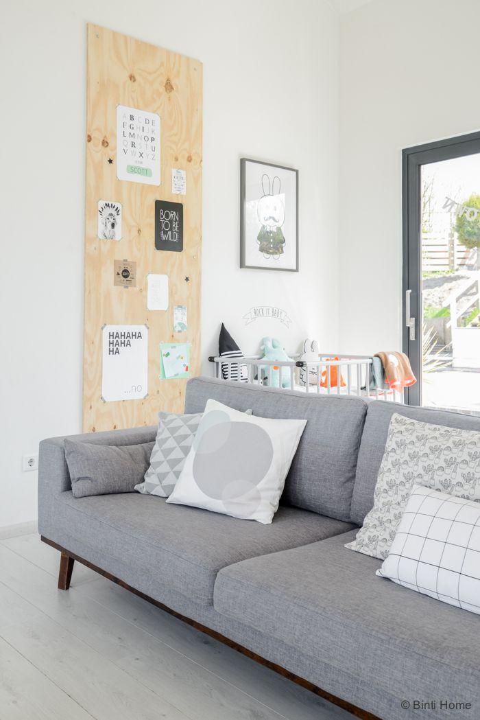 Woonkamer inspiratie | een grote underlayment tover je gemakkelijk om tot moodboard of inspiratiewand in je woonkamer | foto by ©BintiHome | interieurinspiratie