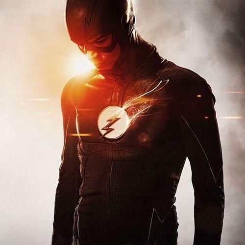 """~OPINIÓN: THE FLASH  """"Mi nombre es Barry Allen, y soy el hombre más rápido del mundo"""".  Con estas sencillas palabras comienza la serie que me ha logrado cautivar desde el primer capítulo de la temporada. Y, señores, la historia que nos presentan en The Flash es simplemente tan buena, que logró romper todas mis expectativas y convertirse automáticamente en mi serie favorita."""