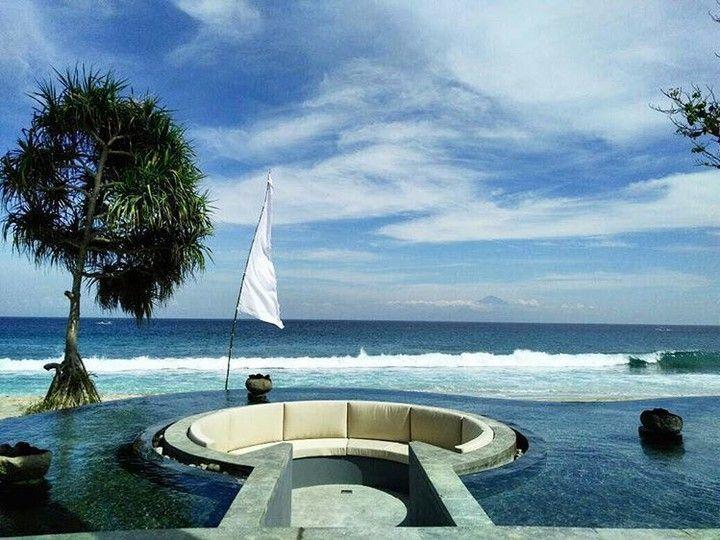 Sunken lounge with fire flames. A VIP section at the ocean side resort Katamaran Resort Lombok. Lined with black Candi stone. By Bali Landscape Company http://ift.tt/1QzTwns @katamaranresort #katamaranresort #waterfeature #lounge #landscape #sunkenlounge #sunsetspot #landscapedesigner #landscapearchitecture #taman #tropicaldesign #tropicallandscape #landscape #landscapecontractor #gardenideas #landscapearchitect #garden #gardenideas #gardeninspiration #lombok #gardendesign #jardin…