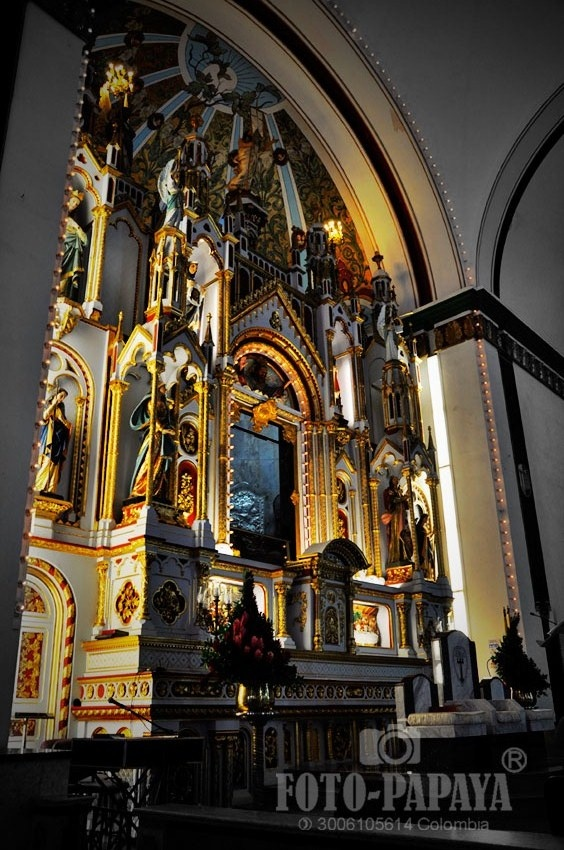 Basilica de Buga - FOTO: Carlos Arboleda Conde - Fotopapaya Colombia - Cel.3006105614
