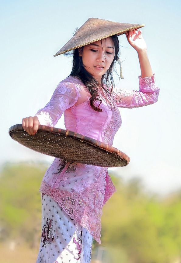 it's an Indonesian Girl by sam ludji