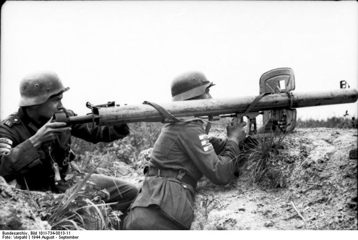 """German soldiers loading a """"Panzerschreck"""" / """"Ofenrohr"""" anti-tank rocket launcher. North Russia August 1944."""