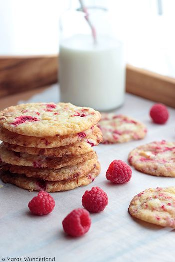 Maras Wunderland: Raspberry Cookies with White Chocolate Chunks (scroll down for English)