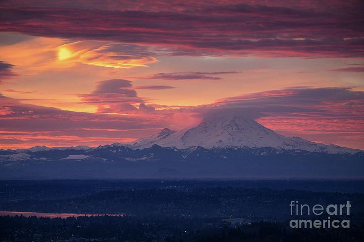 Mount Rainier Lenticular Sunrise Photography by Mike Reid