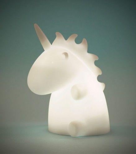 Cette adorable veilleuse licorne sera la pour vous bercer et sera en parfaite accord avec votre intérieur.  Une lumière ambiante licorne magique qui va illuminer vos aventures féeriques.
