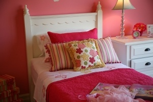 Pink bedroomBedrooms Beautiful, Pink Colors, Girls Bedrooms, Pink Rooms, Girls Room, Kid Rooms, Cottages Decor, Pink Bedrooms, Bedrooms Ideas