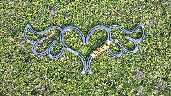 Herradura de corazón con alas por TysCountryCreations en Etsy