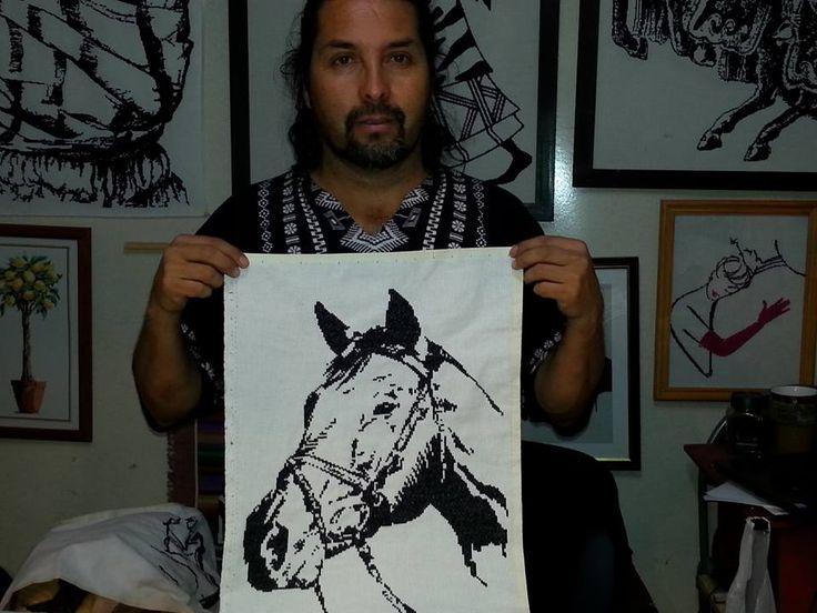 caballo bordado en hilo