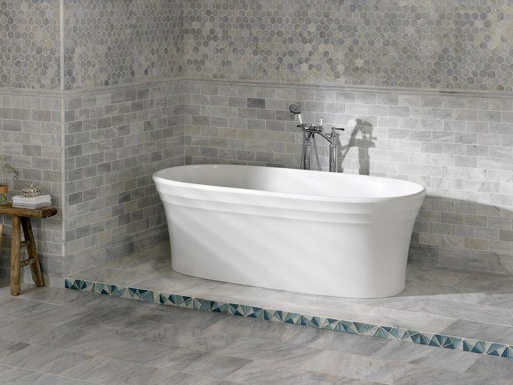 Da incasso o da libero posizionamento, le vasche di misura standard si presentano in svariati stili, materiali e forme, anche attrezzate con idromassaggio.