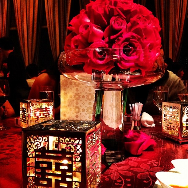 Auspicious red brings luck to the newlyweds at this @Four Seasons Hotel Hong Kong wedding. #LuxBride