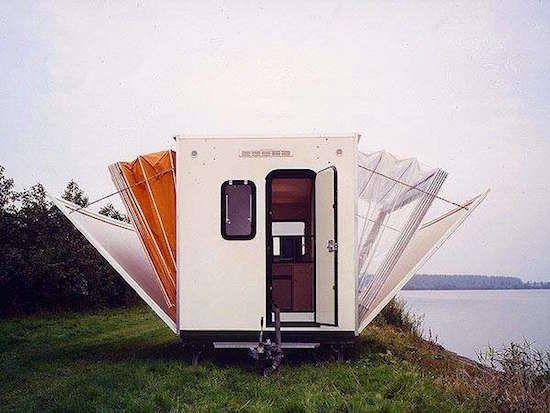Pour certains, faire du camping peut sembler être une façon de vivre à la dure. Mais attendez de voir cette caravane pliante ! Vous allez vite changer d'avis.  Découvrez l'astuce ici : http://www.comment-economiser.fr/caravane-luxe-qui-va-vous-faire-changer-avis-sur-camping.html?utm_content=buffer1b750&utm_medium=social&utm_source=pinterest.com&utm_campaign=buffer