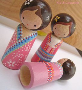 cute peg dolls.....(i love all the tiny details on these kokeshi dolls! so very dainty and sweet!)....